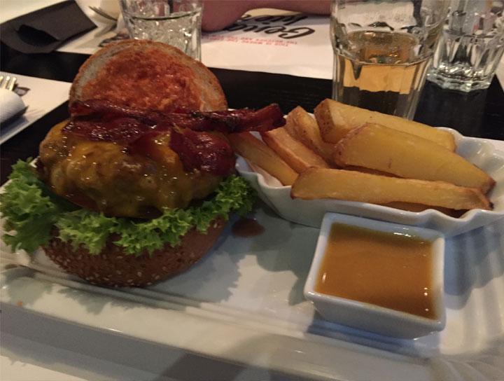 160312-burger-futtern-1